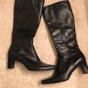 Leather boots. Size 8.